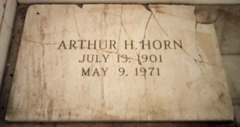 Arthur-Horns-broken-headstone