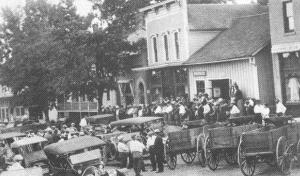 H.F. Bahlman transports farmers 1913