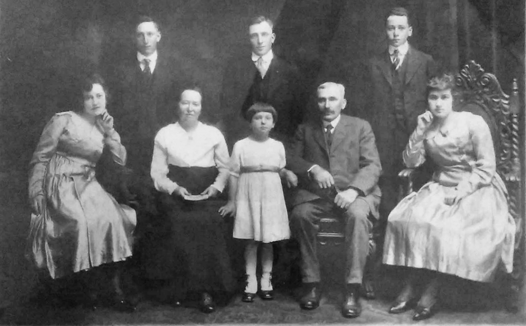 Pansa Family, Charles, Edward Jr., William, Anna, Betty, Ella, Edward Sr., Minnie