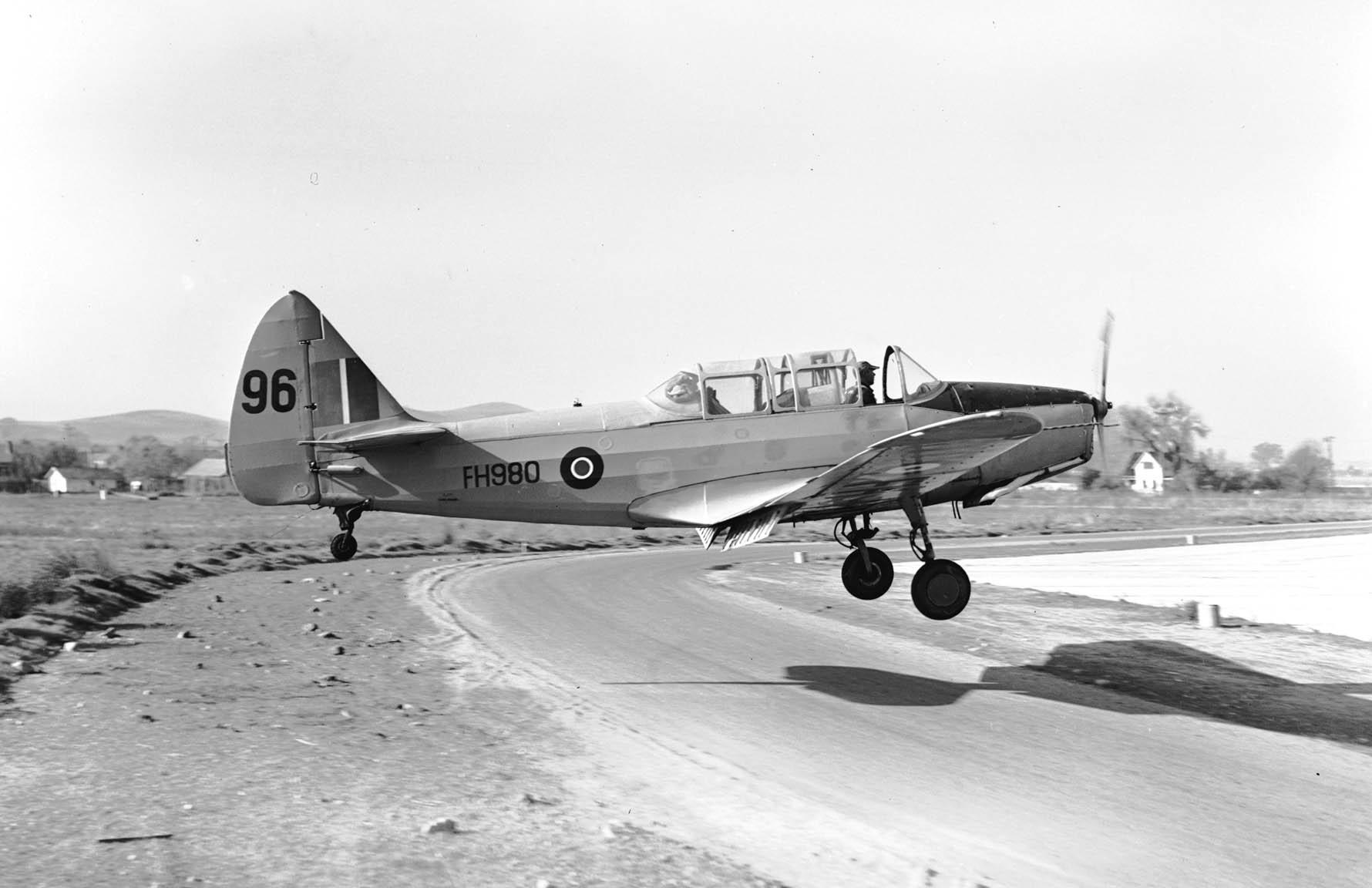 Fairchild_PT-26_landing_